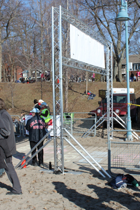 truss banner support for road race finish line