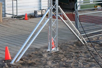 out rigger arm for portable truss finish line system